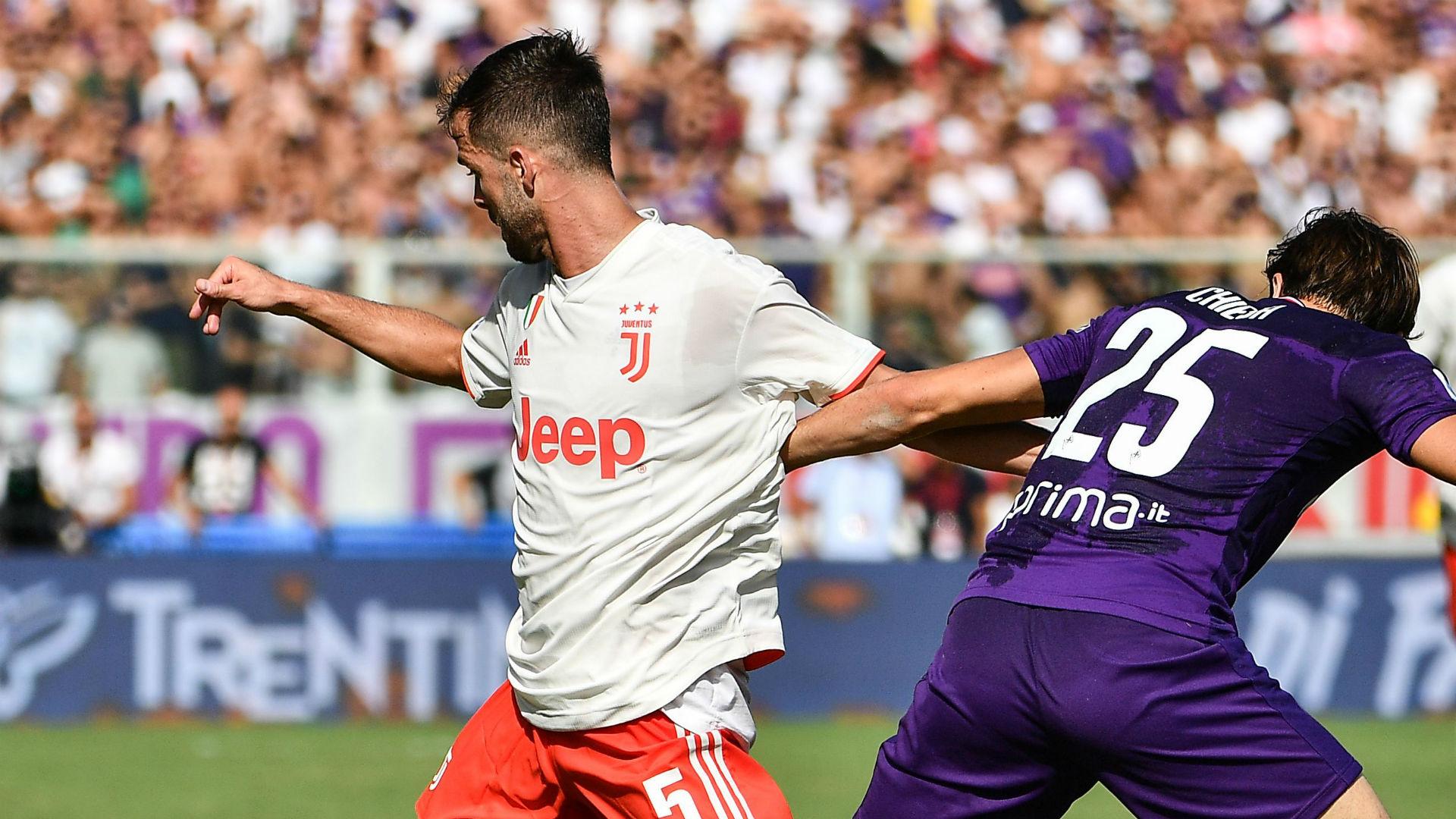 Juve, infortunio anche per Pjanic dopo Douglas Costa: al suo posto Bentancur