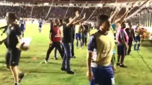 VIDEO Incidentes hinchas Racing Vasco Da Gama Libertadores 26042018