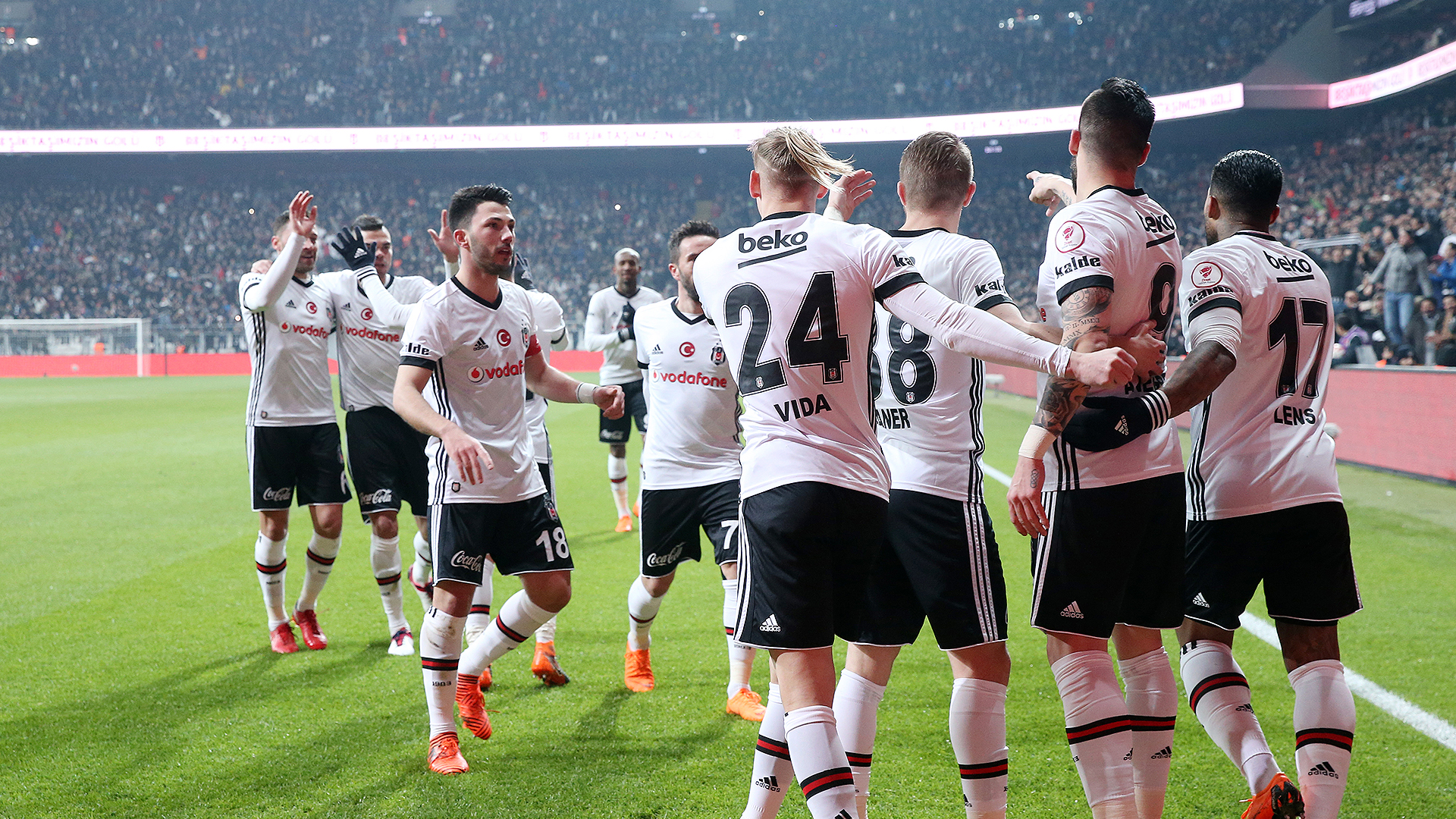 Besiktas goal celebration Fenerbahce 03012018