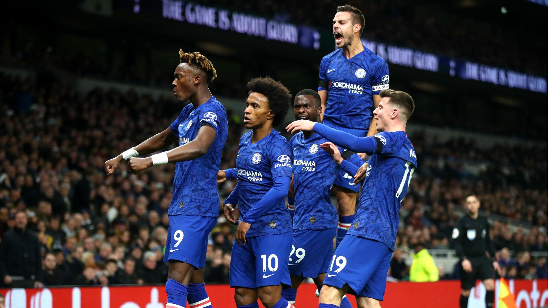 Chelsea celebrate Tottenham
