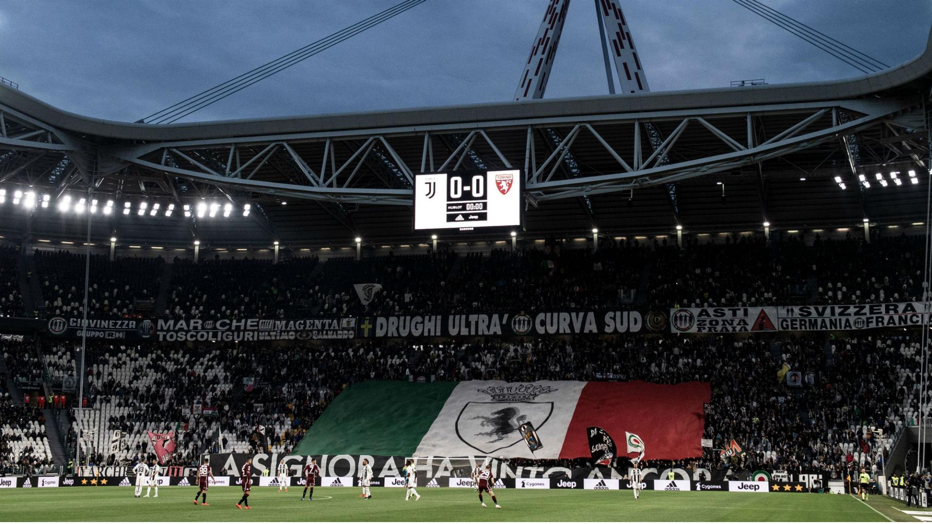 Mima aereo Superga: la Juventus bandisce tifoso dallo stadio per 5 anni