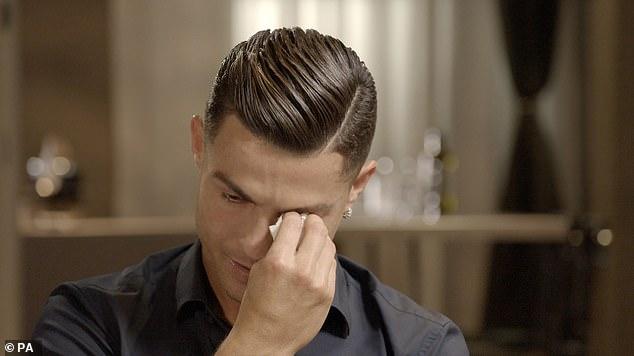 En pleine interview à la télé anglaise, Cristiano Ronaldo fond en larmes