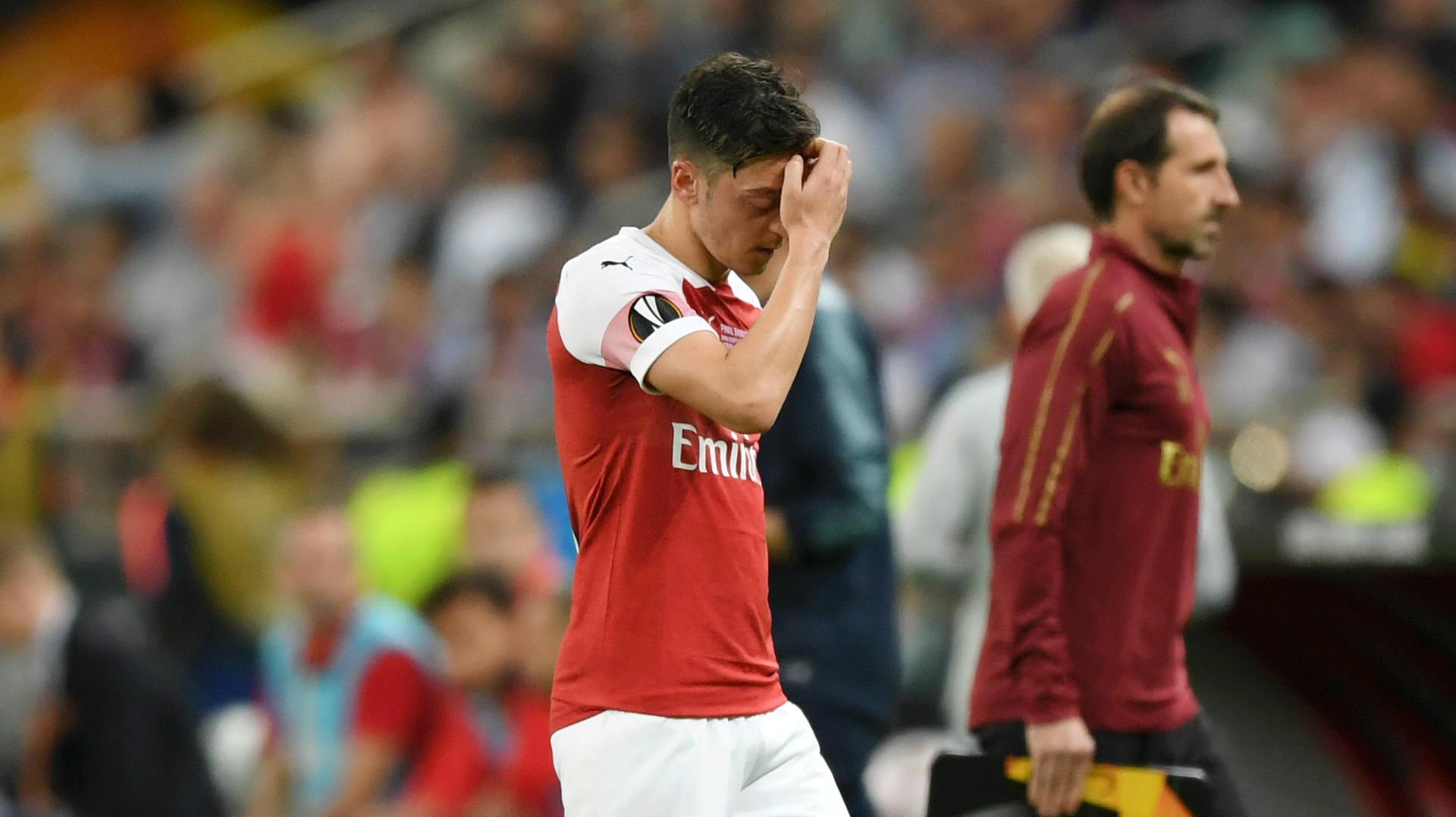 Un joueur d'Arsenal affronte à mains nues des malfaiteurs armés
