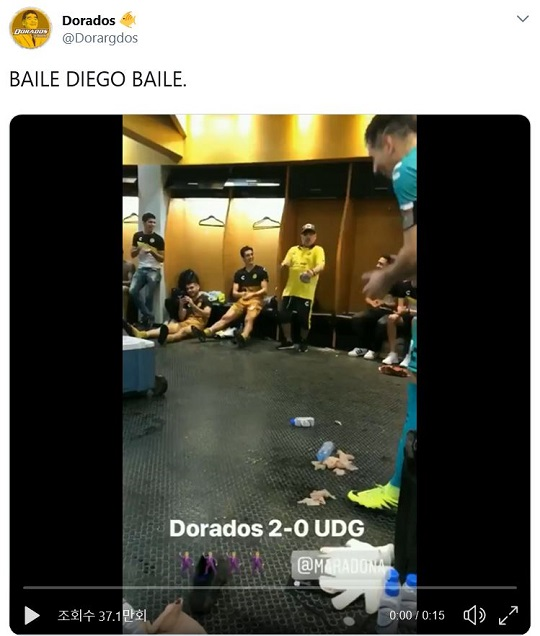 도라도스 라커룸에서 승리의 댄스를 선보이고 있는 디에고 마라도나. 사진=도라도스 공식 트위터