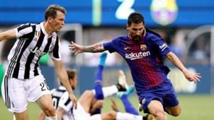 Lionel Messi Stephan Lichtsteiner Juventus Barcelona ICC 22072017