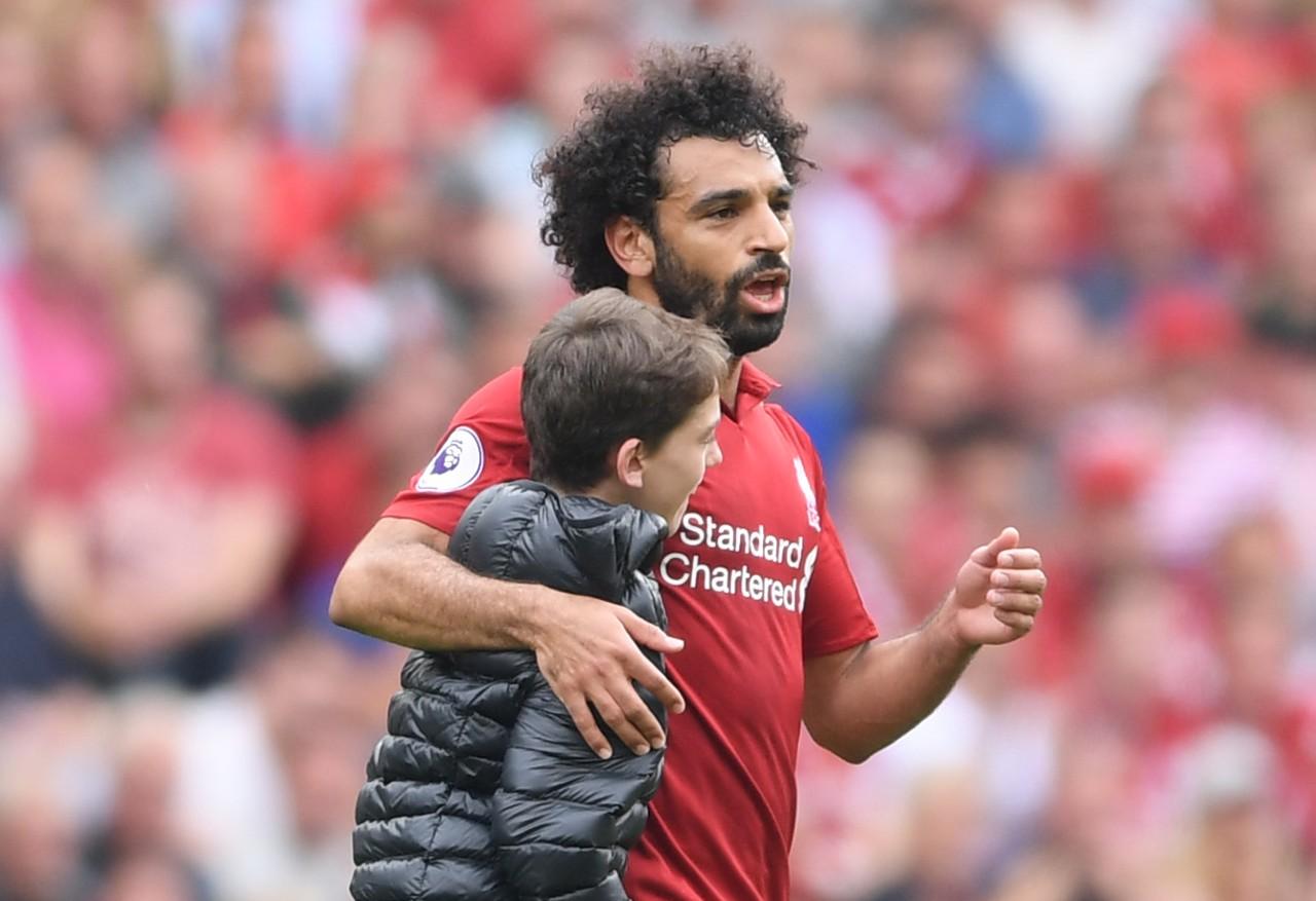 FC Liverpool: Fans feiern Mo Salah für Umarmung mit jungem Fan ...