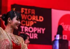 월드컵 트로피가 지난 금요일 환대를 받으며 태국 푸껫 섬에 도착했습니다.