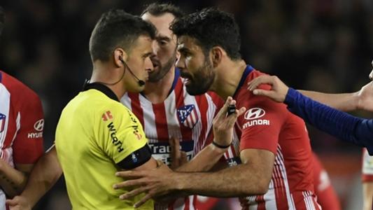 Vì sao Pique lại 'bịt miệng' Diego Costa sau khi tiền đạo này nhận thẻ đỏ? | Goal.com