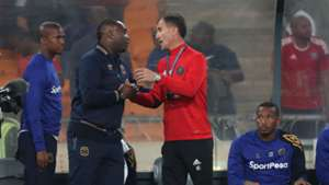 Cape Town City coach Benni McCarthy with Orlando Pirates mentor Milutin Sredojevic, while Tshepo Gumede & Lehlohonolo Majoro look on.