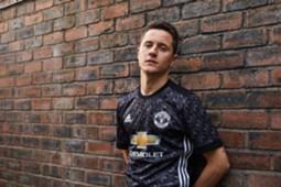 Ander Herrera Manchester United Away Kit 2017-18