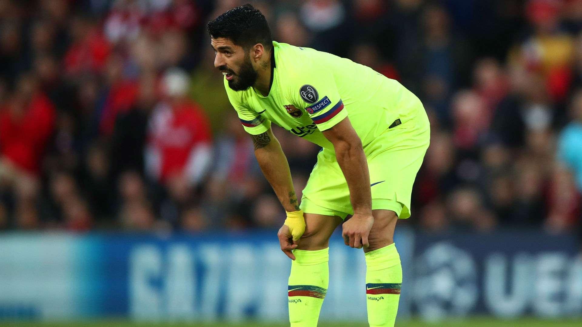 Barca thông báo Luis Suarez chấn thương nặng phải mổ