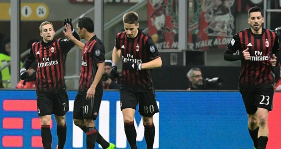 Milan players celebrating Milan Fiorentina Serie A