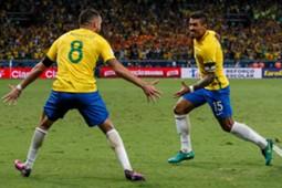 Paulinho et Renato Augusto (Brésil)