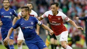 Cesar Azpilicueta Mesut Ozil Arsenal Chelsea 2018-19