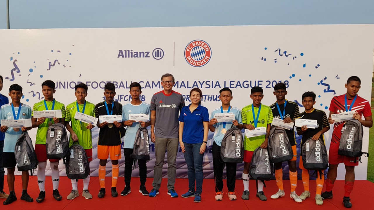Allianz Give Malaysian Boys Chance To Train With Bayern Munich Bola Sepak Adidas Champions