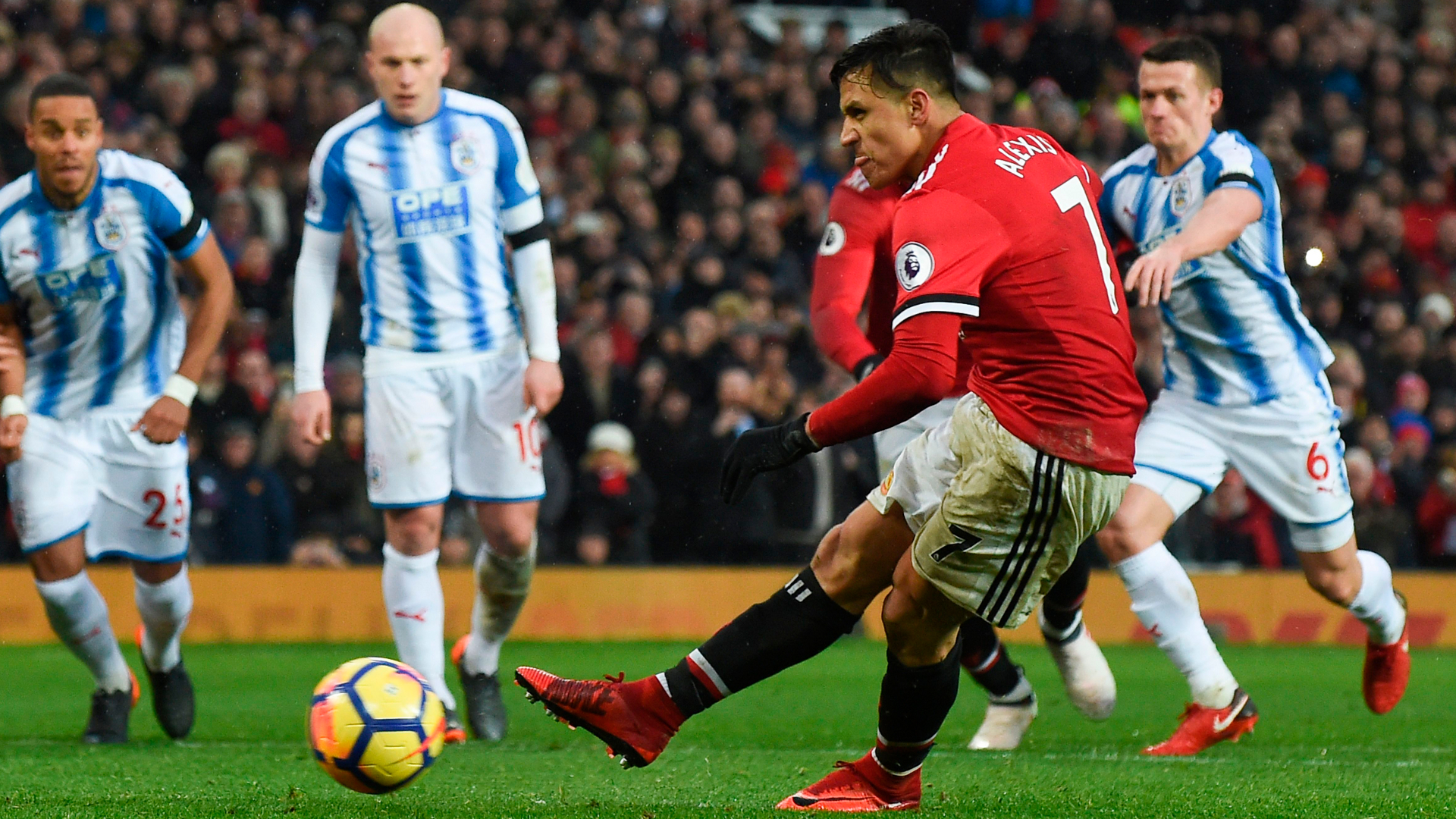 Persistence pays off for alexis sanchez as man united overcome alexis sanchez manchester united huddersfield voltagebd Image collections