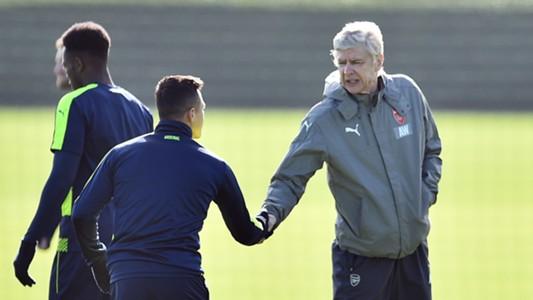 Alexis Sanchez Arsene Wenger Arsenal training