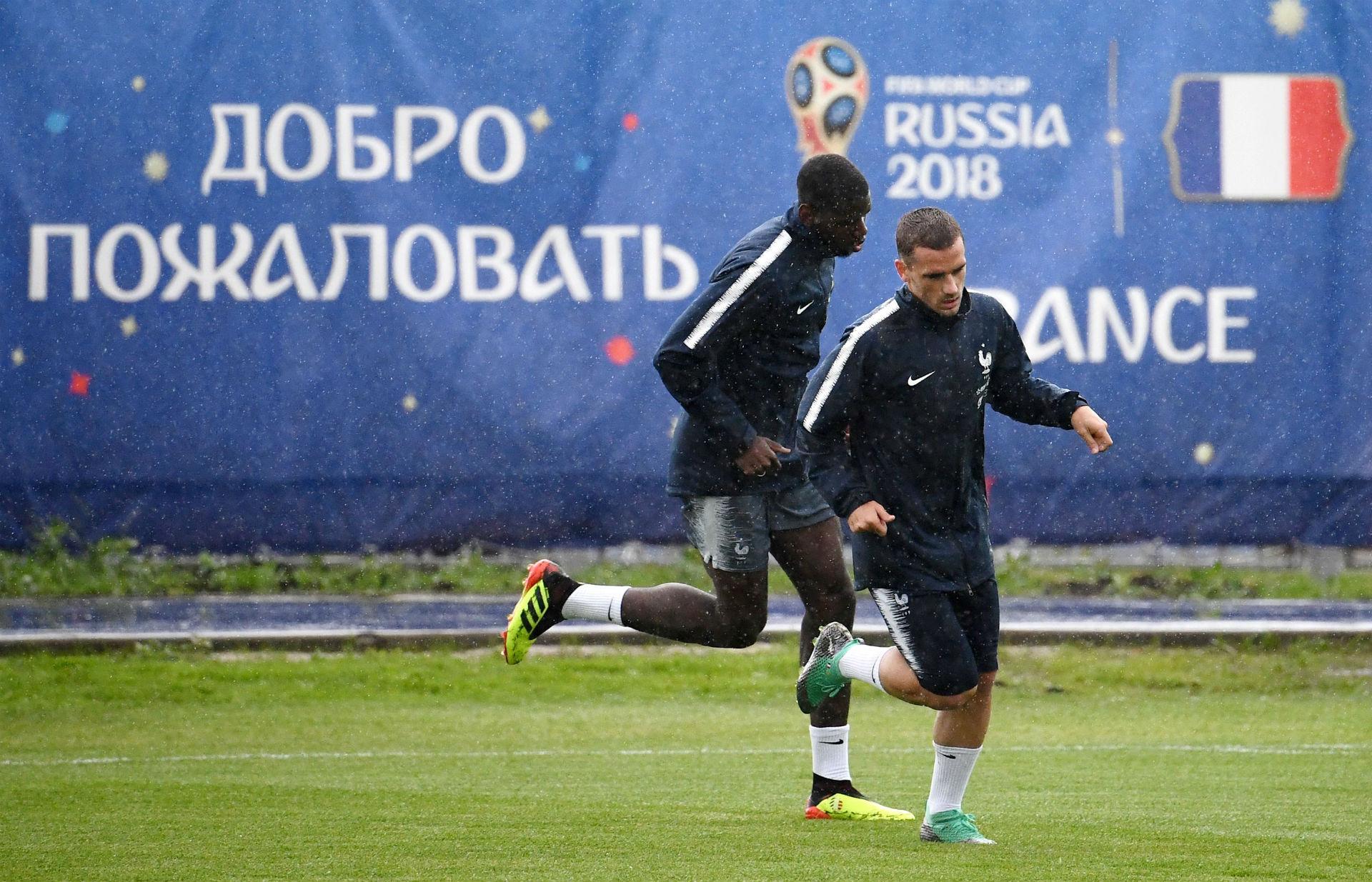Игроки сборной Франции тренируются перед матчем в России