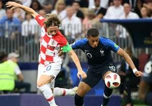 Luka Modric miglior giocatore dei Mondiali, Kylian Mbappé miglior giovane. Ma il centrocampista del Real e la stellina del PSG non sono gli unici a essersi messi in mostra in Russia. Ecco allora, dal portiere al centravanti, la Top 11 dei Mondiali appe...
