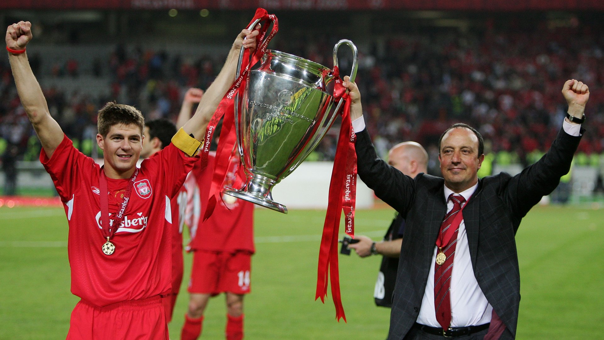 Rafa Benitez wins the Champions League with Liverpool
