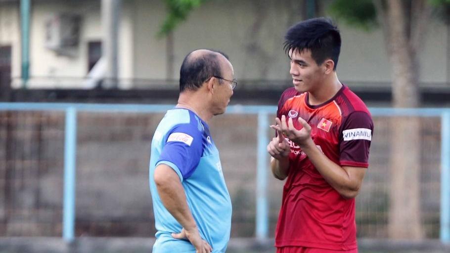 Coach Park Hang-seo - Nguyen Tien Linh | Vietnamese National Football Team | Training Session | 12 October 2019