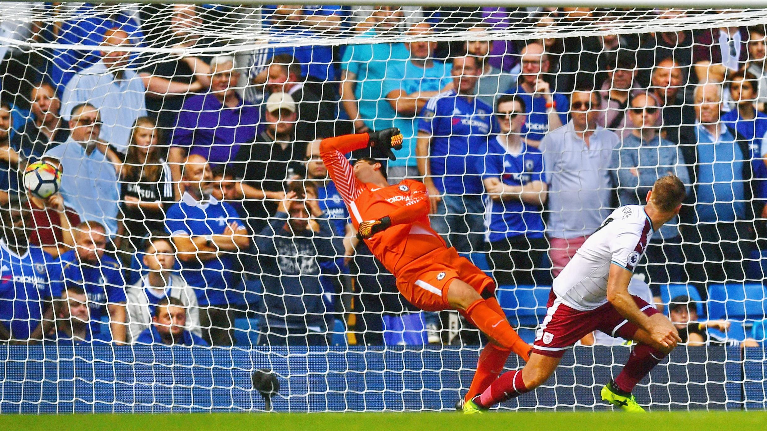 Thibaut Courtois Chelsea Burnley Premier League