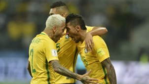 Dani Alves Paulinho Brasil Chile WC Qualifiers 2018 10102017