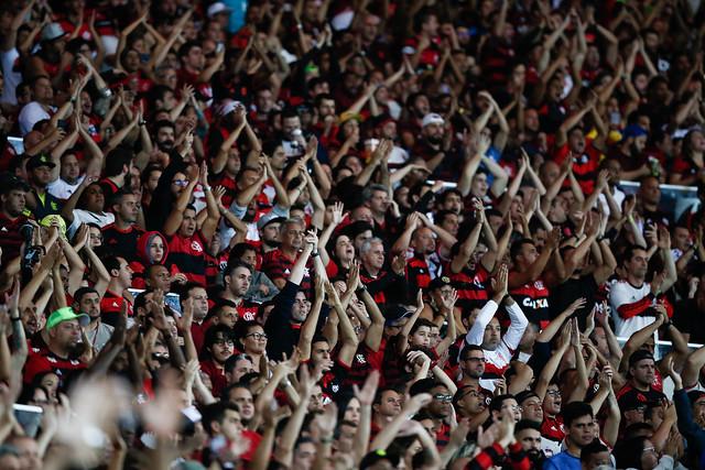 Torcida do Flamengo na arquibancada do Maracanã durante jogo da Copa Conmebol Libertadores