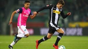 Thorgan Hazard Gladbach Douglas Santos Hamburger SV Bundesliga 121517