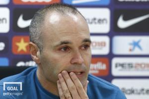 지난달 27일(한국시간) FC바르셀로나 이니에스타가 공식 기자회견을 열고 바르사와의 작별을 고하며 눈물을 보이는 모습. 사진=게티이미지