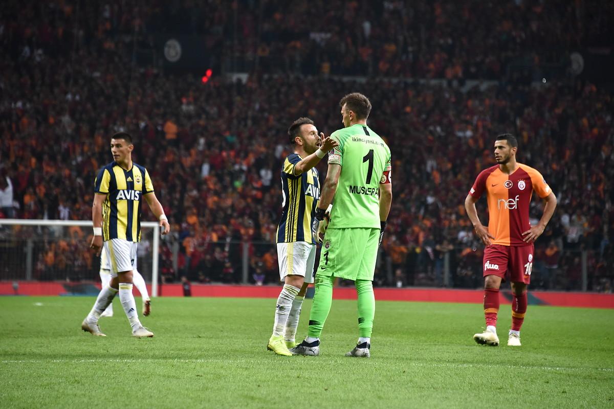 Mathieu Valbuena Fernando Muslera Galatasaray Fenerbahce