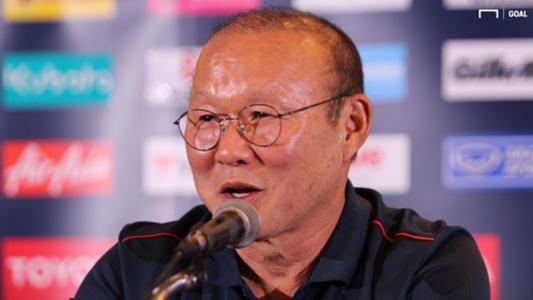 HLV Park Hang-seo hài hước nói về cú sút hỏng penalty của Công Phượng | Goal.com