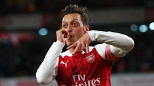 Mesut Ozil Arsenal Leicester Premier League 2018-19