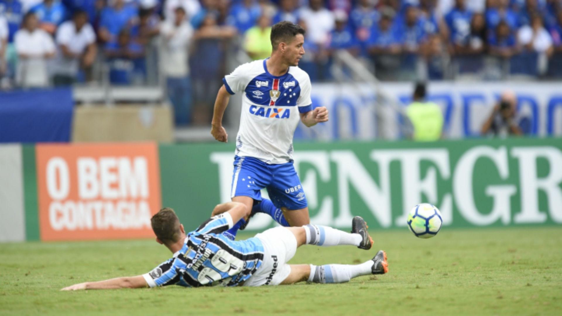 Arthur Thiago Neves Cruzeiro Grêmio Brasileirão 16 04 2018
