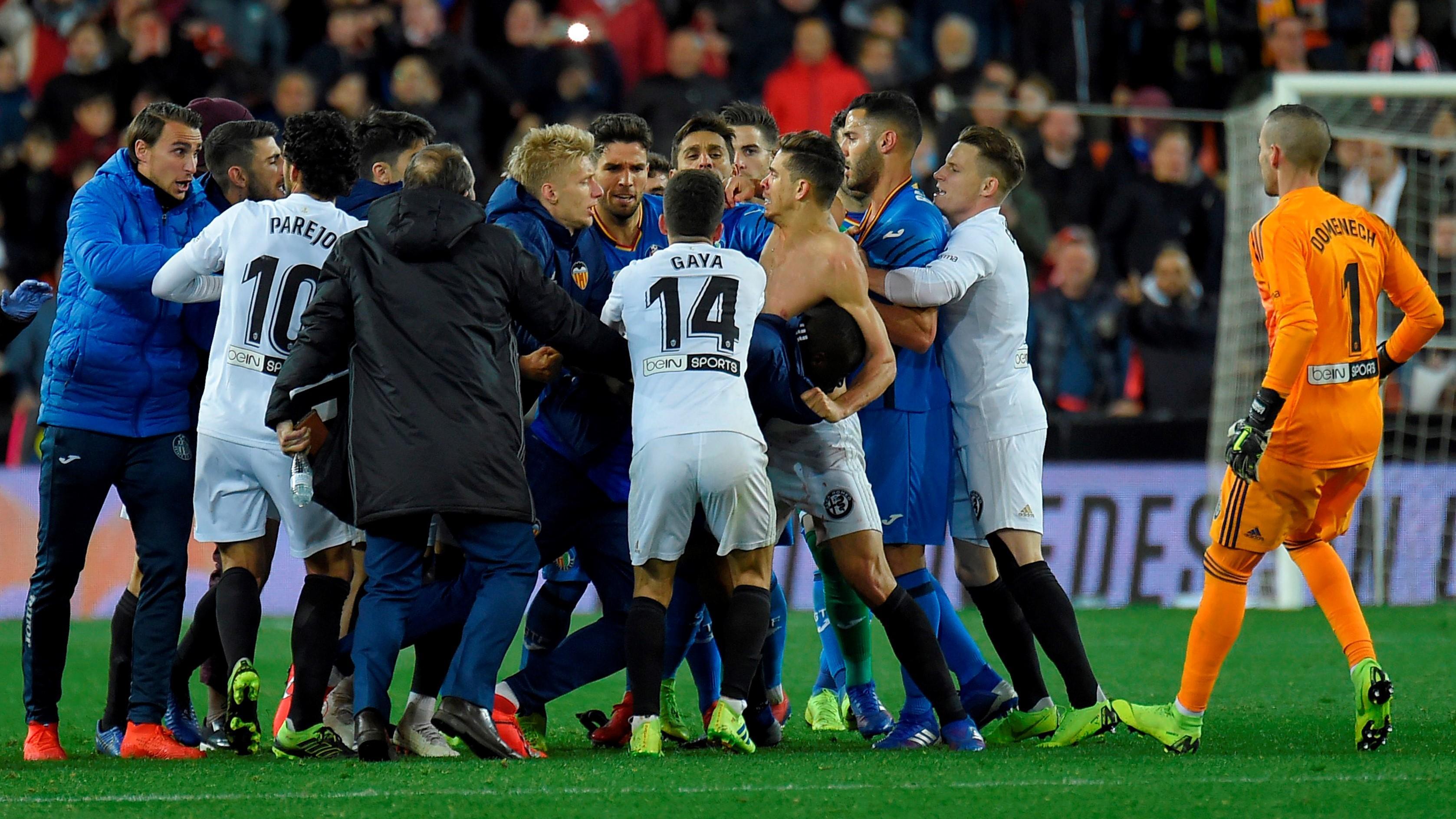 Cuatro partidos a Damián Suárez por golpes e insultos