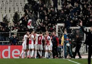 Ajax bereikte dinsdagavond tegen AEK Athene de laatste 16 van de Champions League. Tijdens een heet avondje werd er met 0-2 gewonnen. Goal maakte het volgende fotoverslag van de wedstrijd.