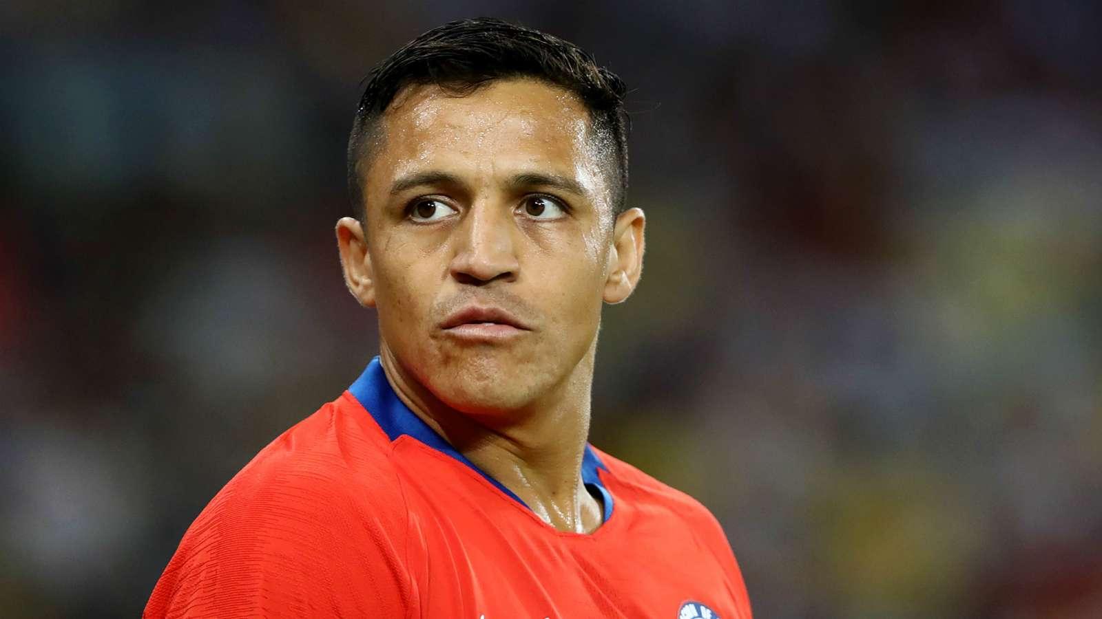 亚历克西斯在对阵阿根廷队的比赛中受伤后,为曼联赢得了警钟