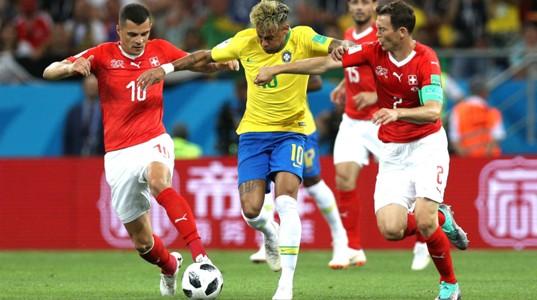 170618 Neymar - Stephan Lichtsteiner - Granit Xhaka - Suiza vs Brasil