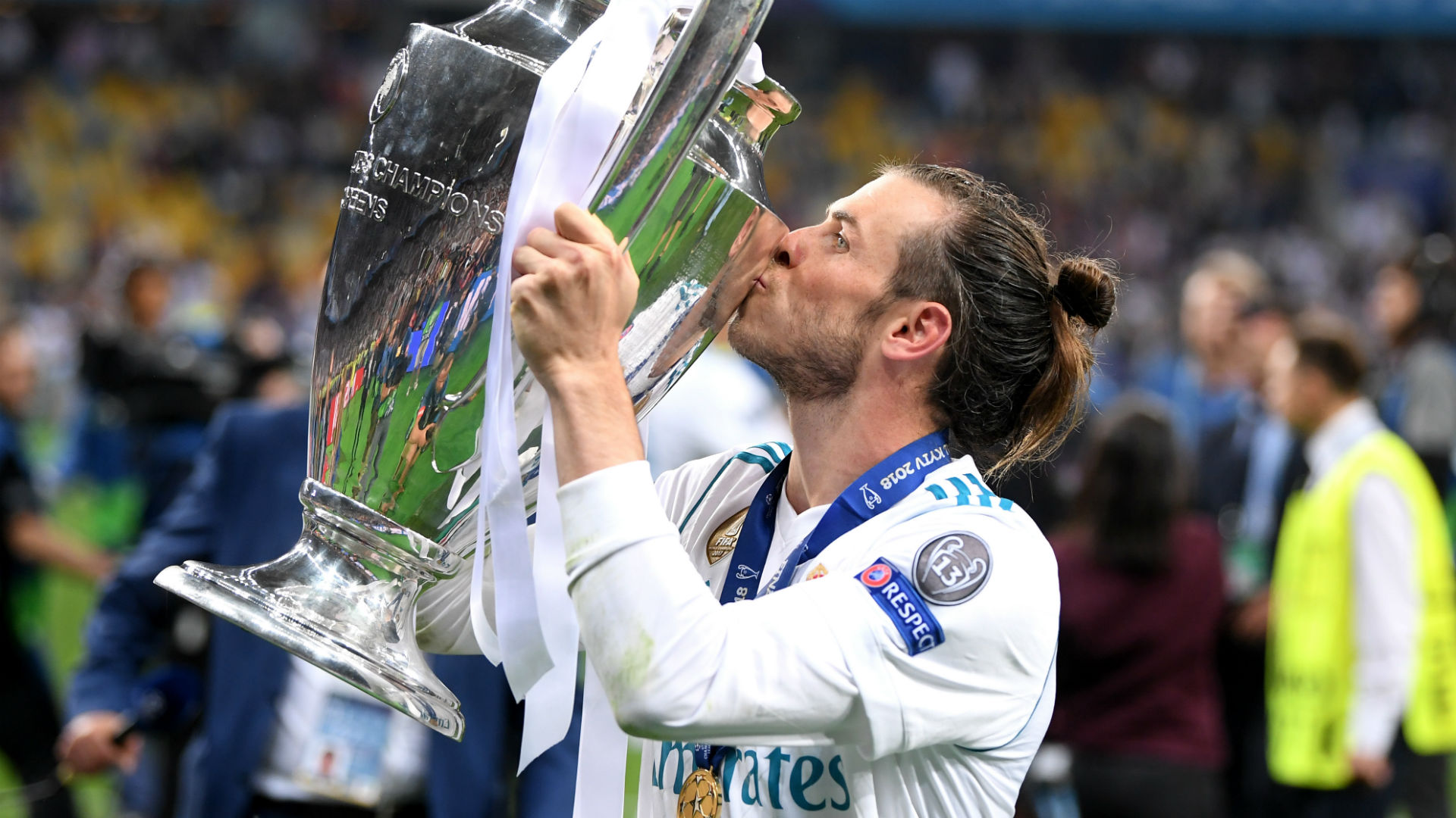 Bale urged to snub Bayern and complete 'perfect' career with Man Utd title win