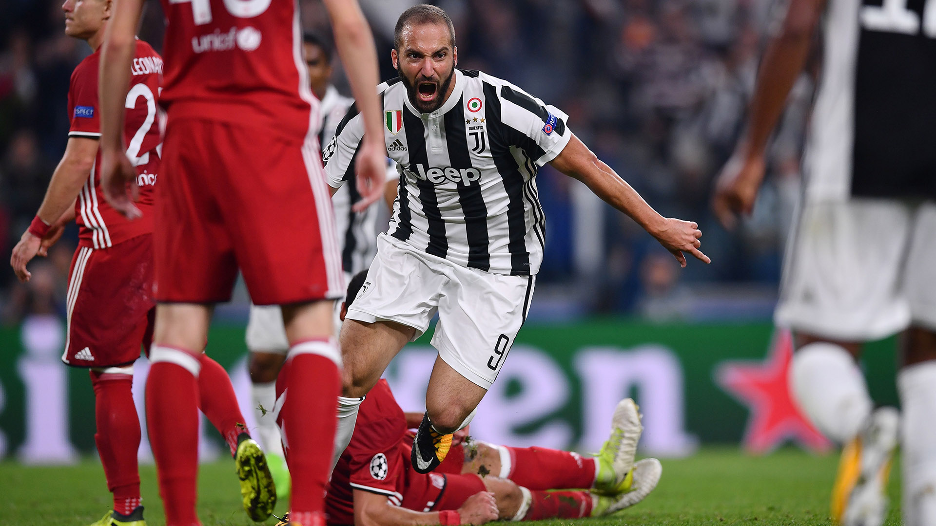 Gonzalo Higuain Juventus Olympiacos Champions League