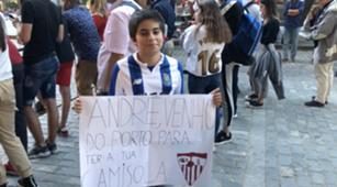 Aficionado pancarta Andre Silva