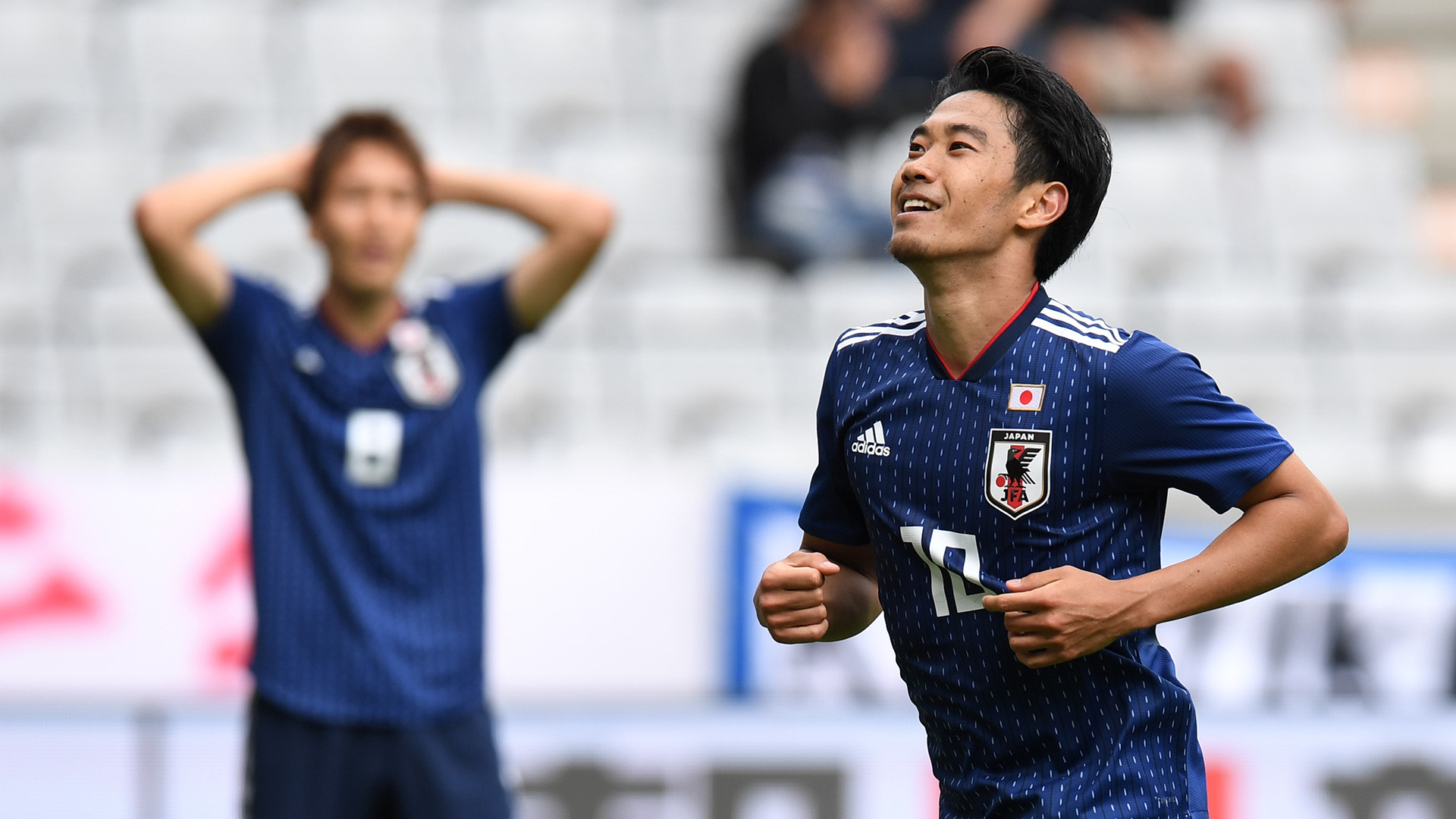 Osako's header lifts Japan past 10-man Colombia