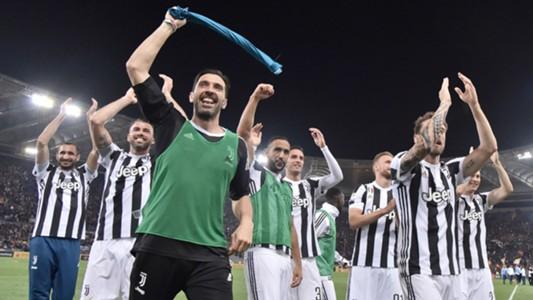 Gigi Buffon Juventus celebrating Scudetto