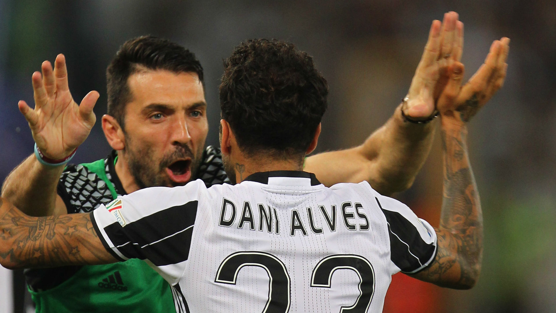 Gianluigi Buffon Dani Alves