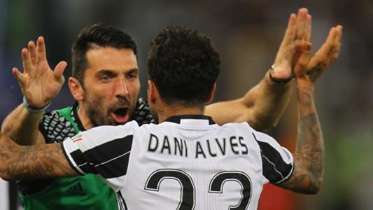 Gianluigi Buffon Dani Alves