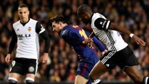 Lionel Messi Geoffrey Kondogbia Valencia Barcelona LaLiga 26112017