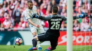 Kepa Arrizabalaga and Karim Benzema in a Real Madrid - Athletic Bilbao match