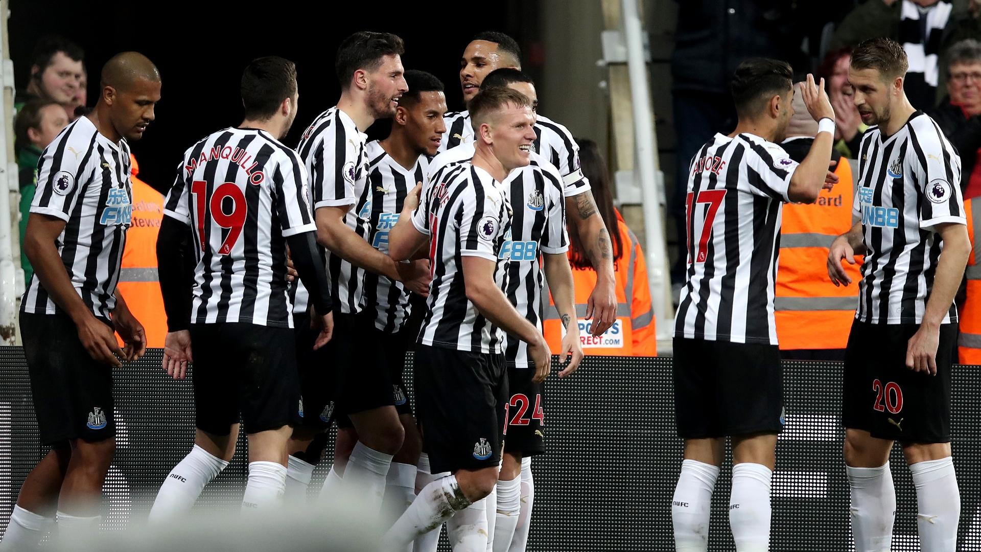 Newcastle celebrate vs Burnley