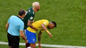 2018-07-02 Miguel Layun neymar.jpg