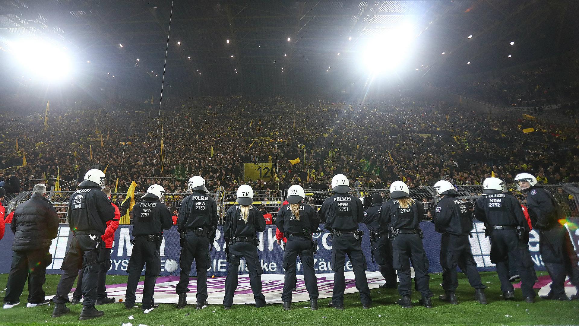 Borussia Dortmund v Schalke, police, 17/18
